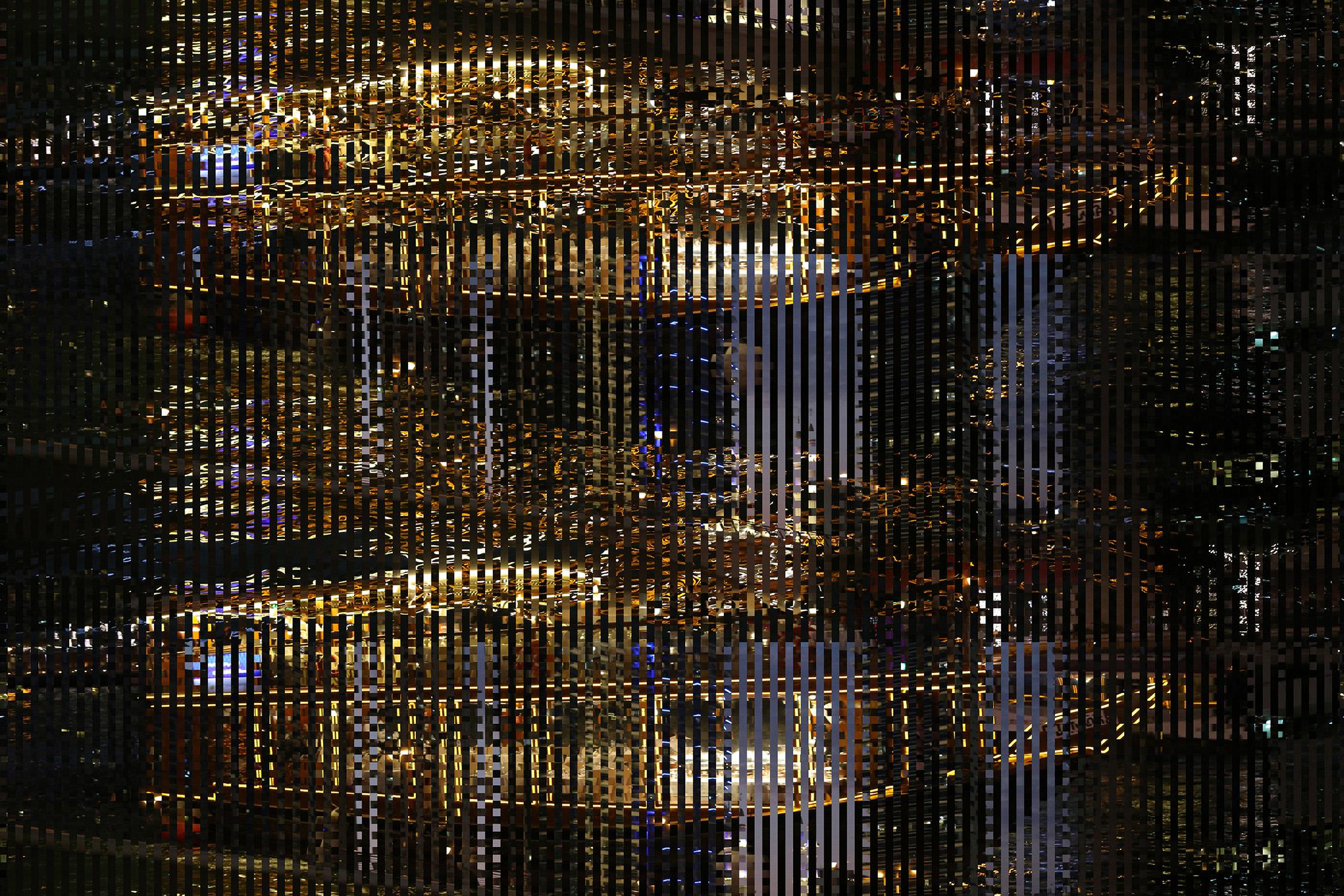Dubai, city of lights (2017)